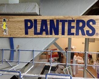 CLOSE-UP..PLANTERS