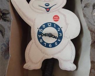 VINTAGE WOODEN  TEDDY SNOW CROP CLOCK....EYE MOVE BACK & FOURTH!!