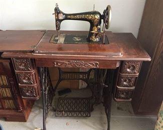 Atq Singer Sewing Machine