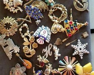 LOTS of beautiful Jewelry