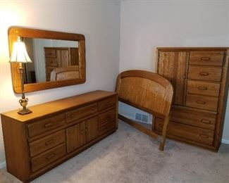 Bedroom Set, Full Size Headboard. Dresser, Chest of Drawers, 2 nightstands