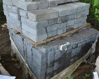 Approx 675 Solid Brick & solid 4x8x16 Block