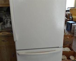 Amana Refrigerator with Bottom Freezer - 19 Cu Ft - Freezer Handle Needs Reattached
