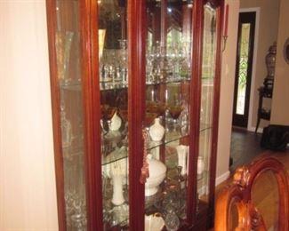 Stunning Thomasville Lighted Glass Mahogany China Display Cabinet