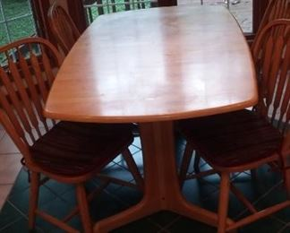 Kitchen Table and 4 chairs- super comfy and classic