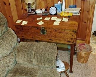 Beautiful antique oak lift-top primitive desk