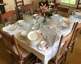 Beautiful Oak dining room table and chairs