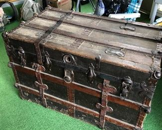 Amazing steamer trunk excellent condition