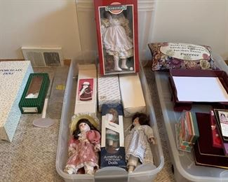Many collector dolls all in good shape with boxes