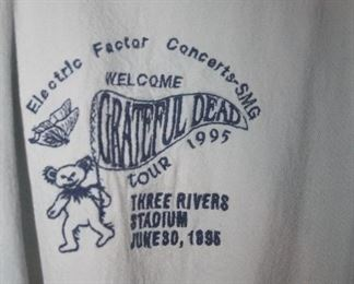 GRATEFUL DEAD TOUR 1995 AT THREE RIVERS STADIUM ~ GIVING TO STAFF
