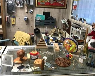 Small antiques and collectibles