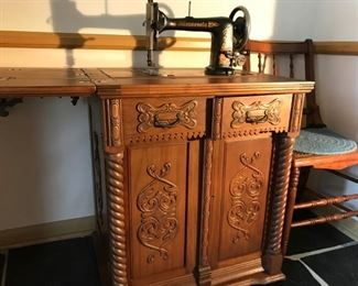 Rare Minnesota A sewing machine and cabinet (off site)