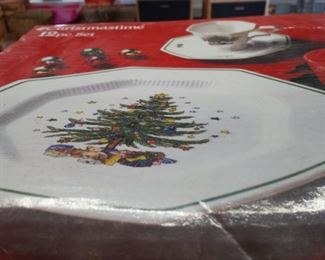 3 boxes of fChristmas Plates/12 piece set each