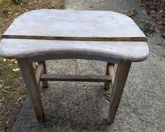 cute vintage wooden bench, needs repair and paint