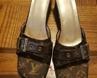 Louis Vuitton slides size 8