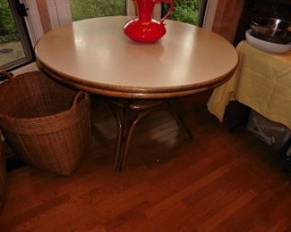 ·Wicker Base Dining Table