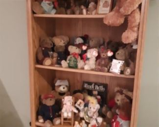 One of the nicest bear collections I've ever seen in a pristine home. Boyd's, Berrington, Ellis and many others