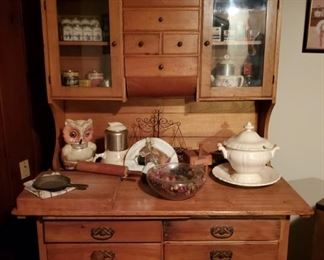 Antique Kitchen Hutch (Possibly Amish Made)