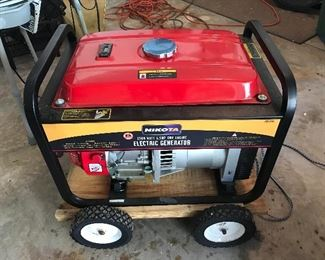Generator - Perhaps it has never been used! Manual and Cover are included