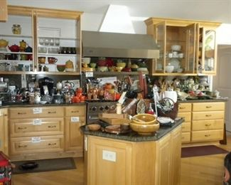 KITCHENWARE LE CREUSET AND MORE
