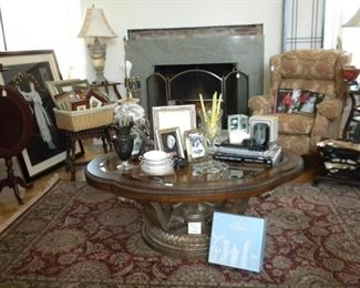 DECOR AND HIGH END FURNITURE