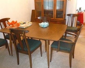 Mid-century modern dining table w/3 leaves & 8 chairs
