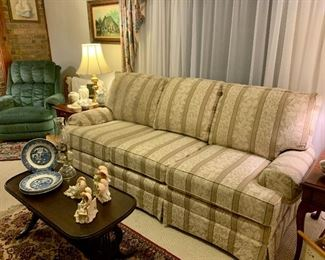 King Hickory Furniture Sofa