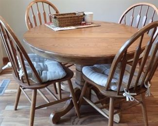 OAK DINING TABLE WITH 4 CHAIRS AND LEAVES