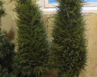 Holiday Urns (pair)