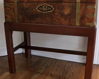 Lap desk on stand