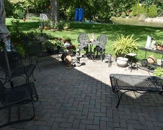 PATIO FURNITURE/GARDEN DECOR