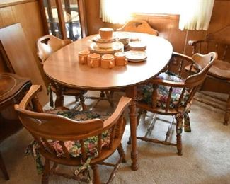 DINING TABLE W/2 LEAFS & 5 CHAIRS