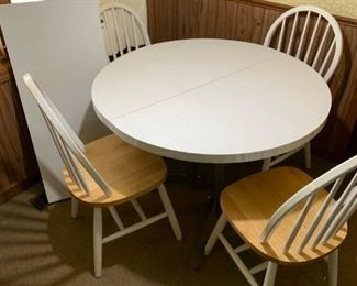 Kitchen Table with extra leaf and 4 chairs