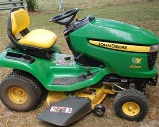 2012 John Deere X300 yard tractor - 222.7 hours