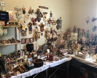 Figurines and miniatures, many Angel figures