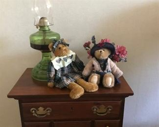 Night stand, oil lamp, Boyd Bears