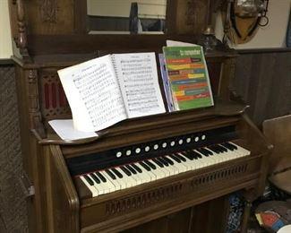 Beautiful Antique pump organ