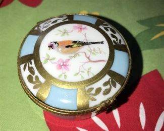 VINTAGE LIMOGES POWDER COMPACT