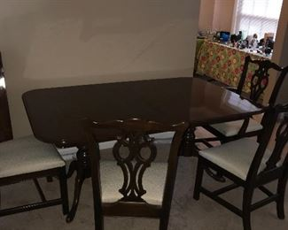 VINTAGE DINING ROOM TABLE AND 6 CHAIRS