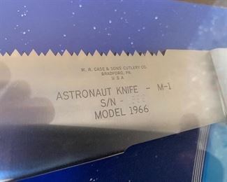 RARE 1966 NASA ASTRONAUT SURVIVAL KNIFE M-1 WITH DISPLAY CASE