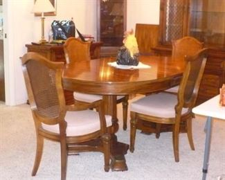 CLOSER VIEW OD TABLE AND CHAIRS