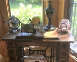 Antique Singer sewing machine & cabinet