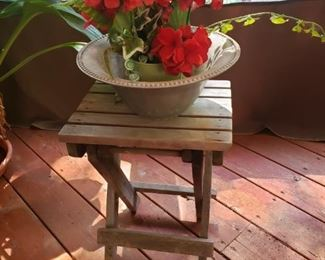 Folding wood plant stand