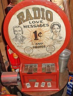 RADIO LOVE MESSAGES COIN OPERATED MACHINE