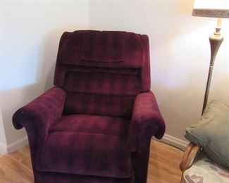 Over-sized recliner