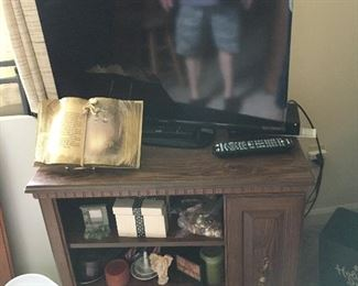 TV not for sale /Only the stand and misc items for sale