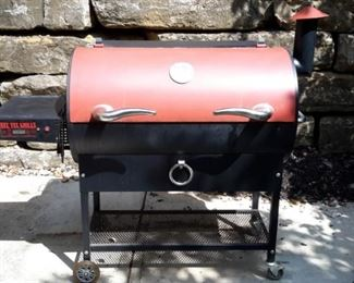 REC TEC Grills RT-680 pellet grill/smoker with bull horn handles with cover. See video this is over $1,000 new. Sold on ebay for $725.00----- OUR PRICE $400