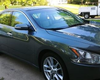 2011 Nissan Maxima one owner/garage kept/low miles 49,000