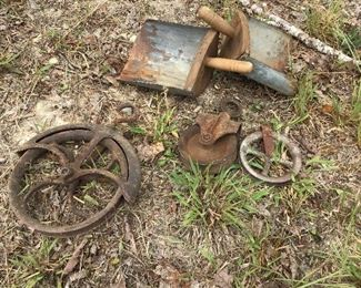 Primitive Feed scoops well pulley