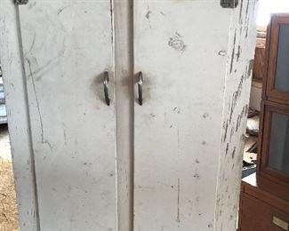 Nice cupboard/wardore